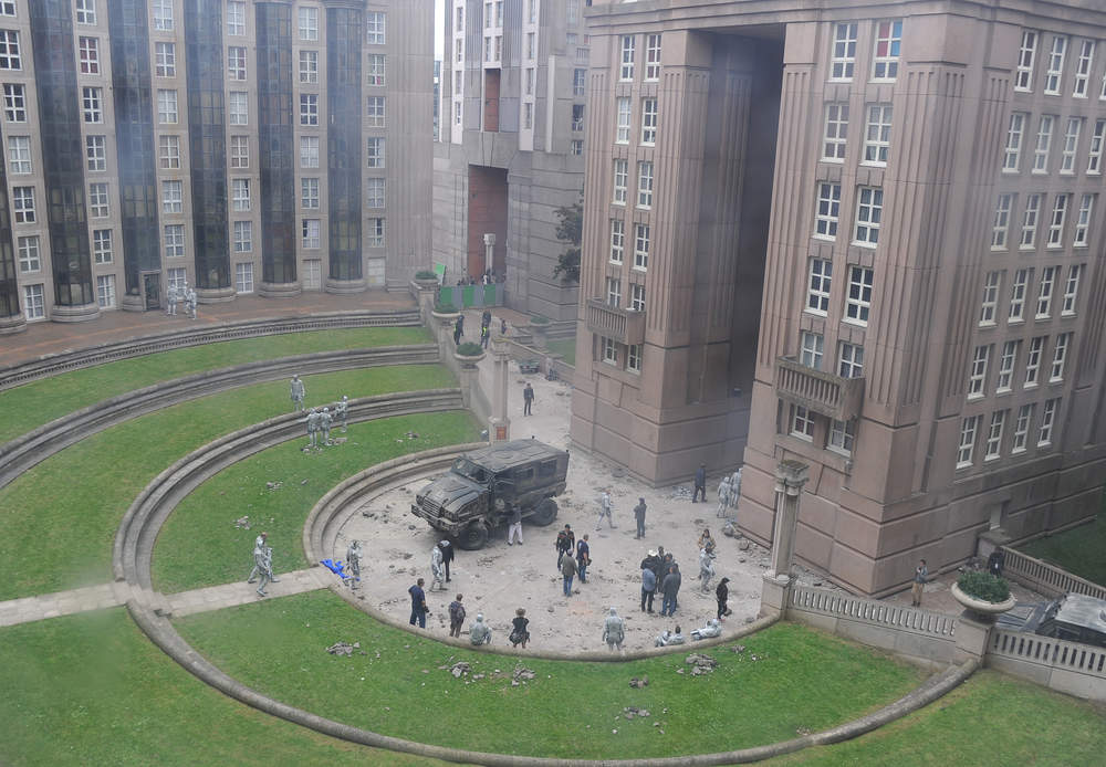 appele-les-espaces-d-abraxas-cette-serie-d-immeuble-a-ete-concue-par-l-architecte-ricardo-bofill-en-1978